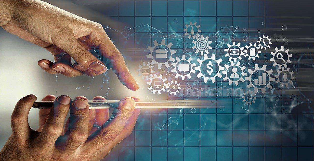 Smartphone Hand Gears Marketing  - geralt / Pixabay